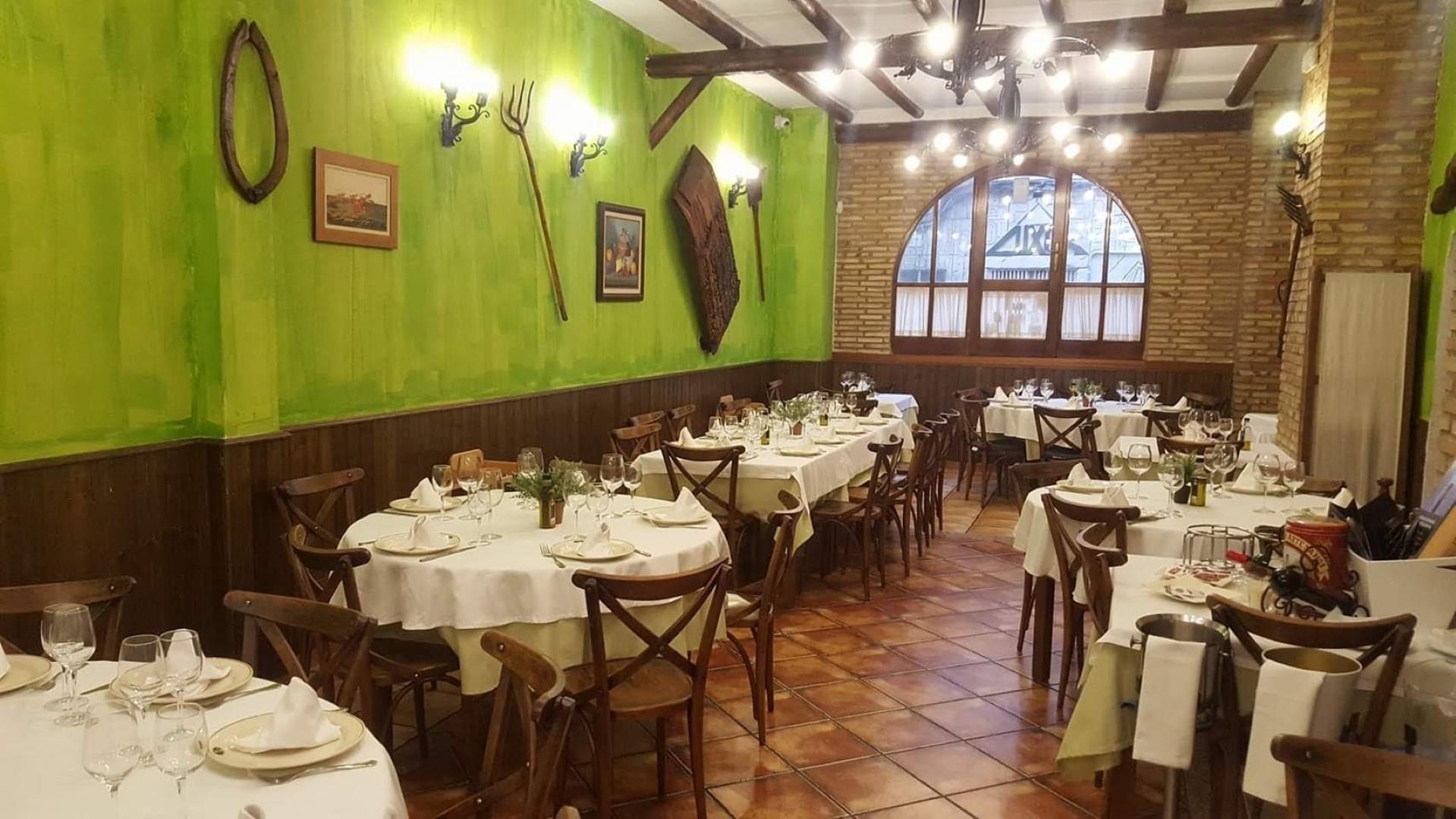 cena engañando besando cerca de Zaragoza